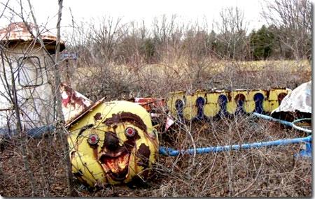 廃墟遊園地の乗り物