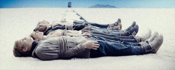 10人しか入れない核シェルターに20人の生存者。君ならどの職業の人を残す?究極の選択を強いられるサバイバル・ホラー「ラスト・ワールド」