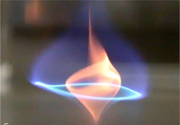 """新種の炎。""""ブルーワール""""という新しいタイプの火災旋風が発見される(米研究)"""