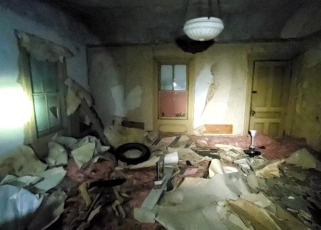 屋根裏で発見されたもう1つの家
