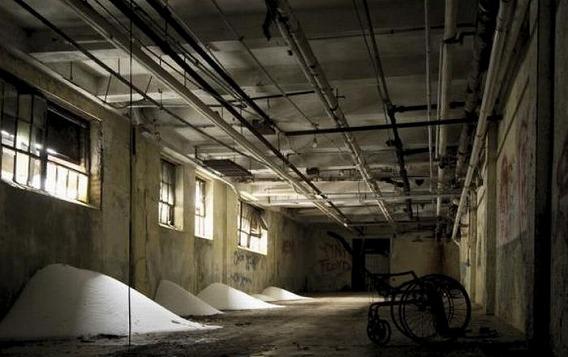 news_inside_abandoned_insane_asylum_03
