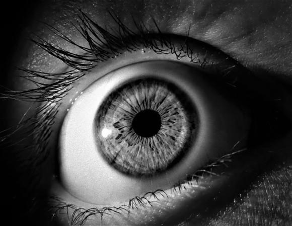 実際に見なくてもいい。人は明るいものを想像するだけで瞳孔の大きさが変化する(英研究)