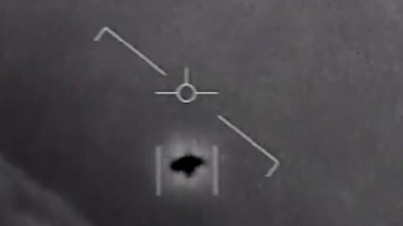 あのUFO映像は本物。軍機密解除で公開された未確認飛行物体は「本物」であると米海軍が認める(※追記あり)