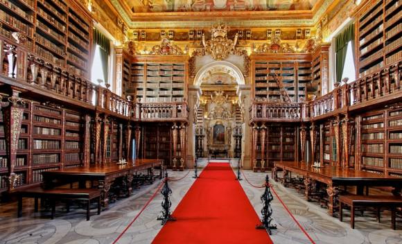 図書館巡りも悪くないかもしれない。建築美に満