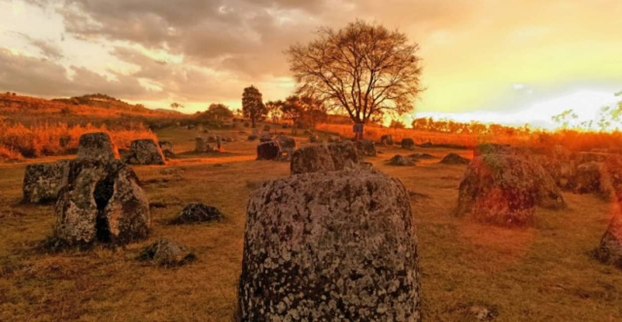 ジャール平原の巨大石壺の謎
