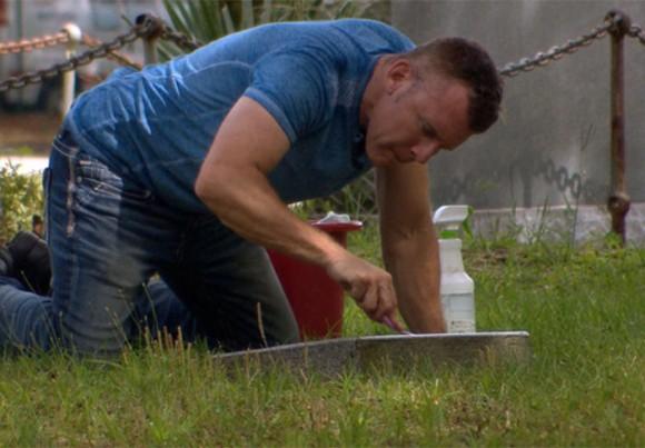 忘れ去られていった米国軍人たちの墓を清掃し続ける男がいた(アメリカ)