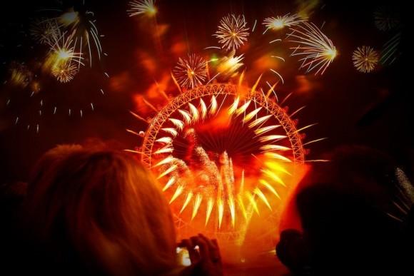 見上げてごらん。世界各地の花火を愛でる会