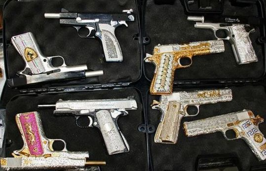 handguns_of_mexican_640_04