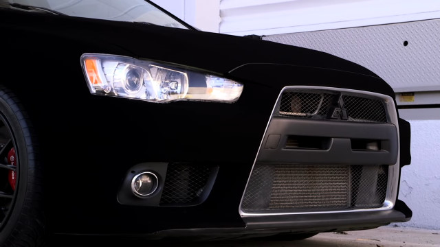 日本が生んだ世界一黒い水性塗料「黒色無双」で黒い車を更に闇深くしてみた
