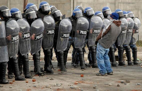 1331579752_the_unique_lives_of_cops_640_53