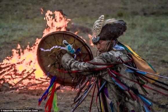 世界中からシャーマンがパワースポットに結集して行われる古来から伝わる伝統の儀式「13人のシャーマンの呼び声」の迫力が凄い