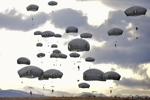 parachute-929133_640_e