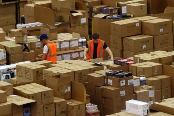 Gigantic-Warehouse-004_e