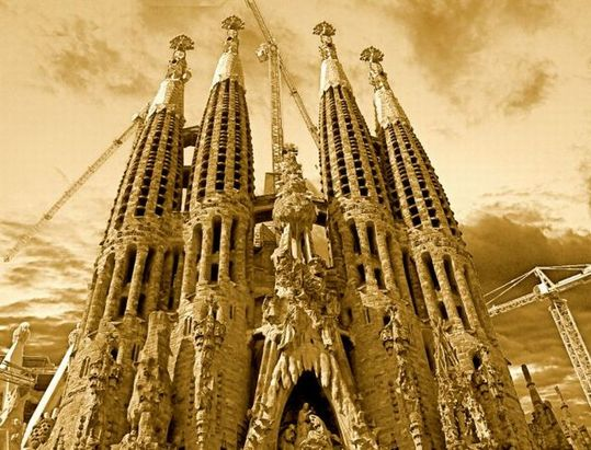 temple_expiatori_de_la_sagrada_familia_in_barcelona_13