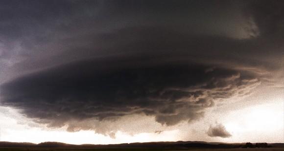 【大画面推奨】暗雲立ち込めるとはまさにこのこと。嵐雲を追いつづけた壮大なる全米横断タイムラプス映像