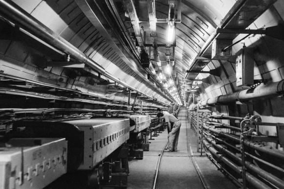 粒子加速器の中に頭を入れた科学者、アナトーリ・ブゴルスキーの物語(ロシア)