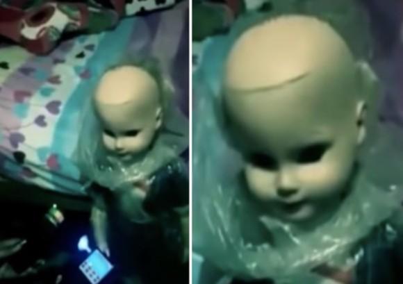 チャッキーかな?母親からクリスマスプレゼントにもらった不気味な人形がボーイフレンドを襲う(ペルー)