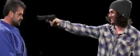 世界最速で突きつけられた銃を奪い取る、ディスアーム(武装解除)記録保持者