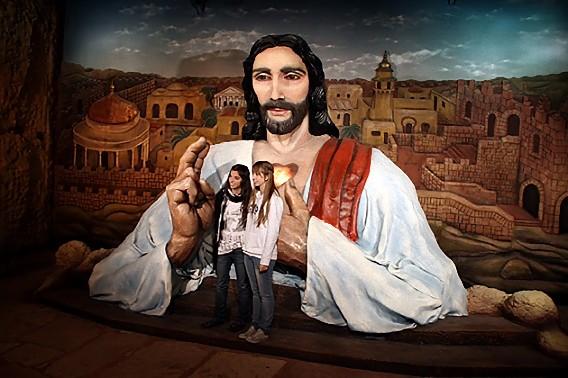 Giant-Jesus_e