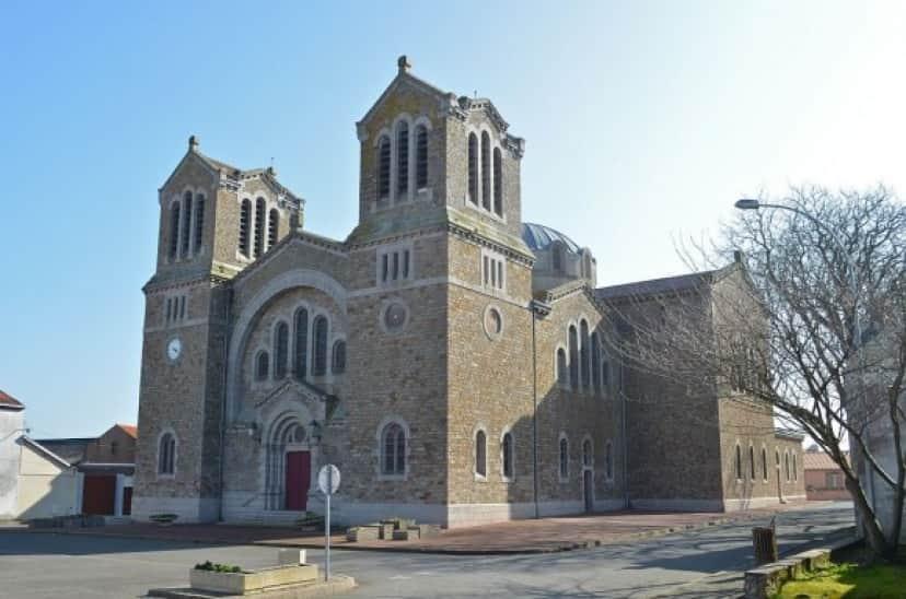 1024px-Paimboeuf_-_Eglise_Saint-Louis_(1)_e