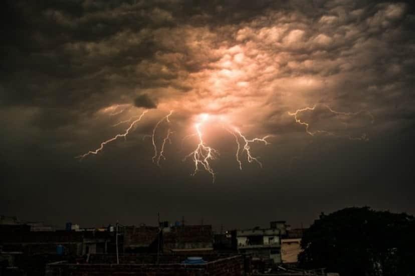 lightning-2416659_640_e