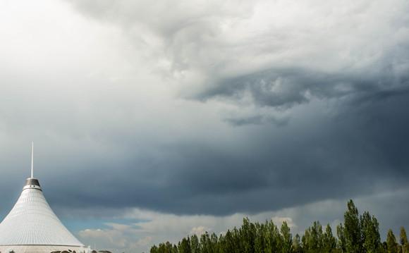 こ、これは・・・神の目なのか悪の目なのか?雲の中に潜む巨大な目が激写される(カザフスタン)