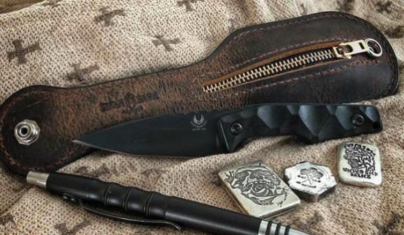 こ、これは!自己防衛手段として武器になる革製のコインケース「ホット・タマーレ(Hot Tamale)」