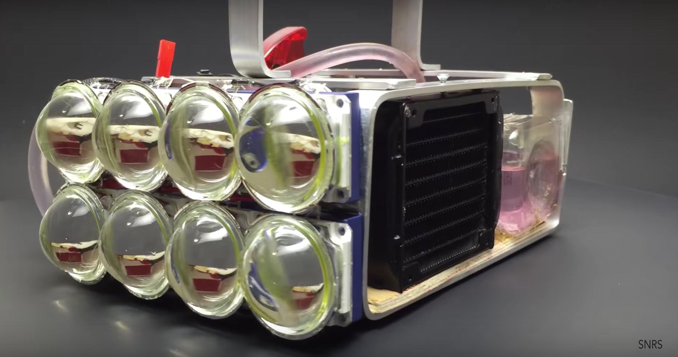 どんなビームだよ!72,000ルーメンの水冷式LED懐中電灯を作ってみた