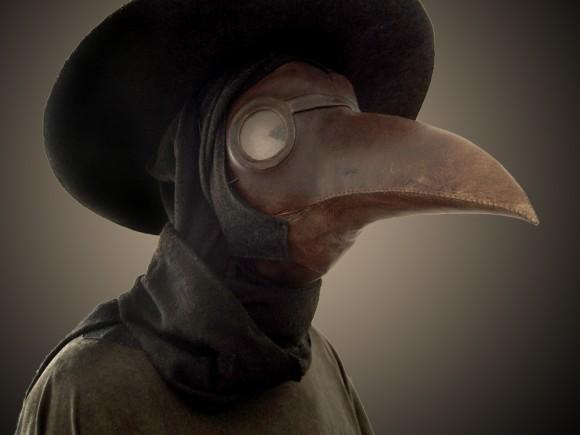 まるで鳥人間。17世紀に実際に着用されていた医師用ペスト防護マスクに関する事実