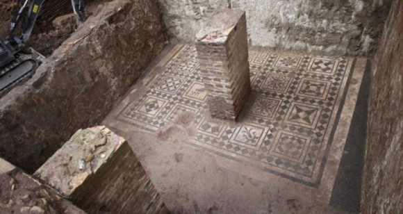 1900年前のローマ軍司令官の遺体が現代のローマ地下鉄で発見される(イタリア)