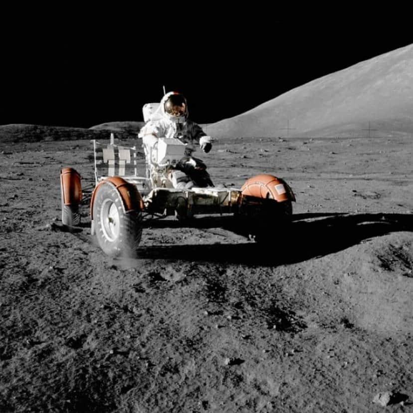 moon-vehicle-67521_640_e