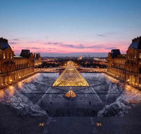 ピラミッドが氷河に沈んでいく、だと!?ルーブル美術館に設置された驚くべき巨大3D錯視アート(フランス)