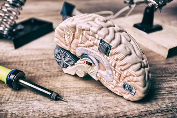 記憶を消去し、病気と闘ってくれる脳チップ。15年後、超人類誕生の予感。