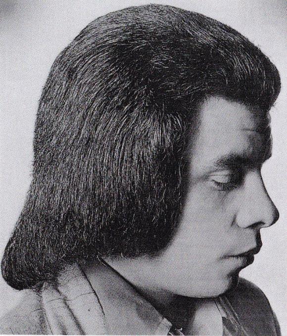 一周回って逆におしゃれ?襟足を伸ばし顔を覆うのがトレンドだったらしい、1970年代のメンズヘアカタログ