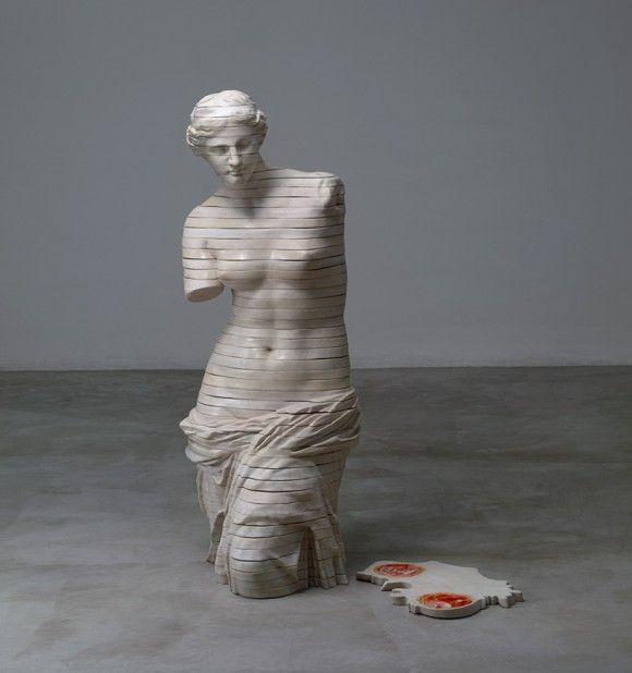 あの有名な彫刻を輪切りにしてみた。内臓とかも混入させてみた的アート