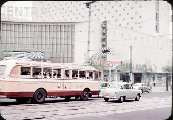 高度経済成長期真っ只中にあった日本、東京における乗り物のカラー写真 ...