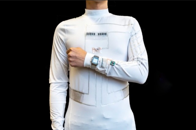 人体からエネルギーを集め電気に変換!発電システムを内蔵したシャツが開発される