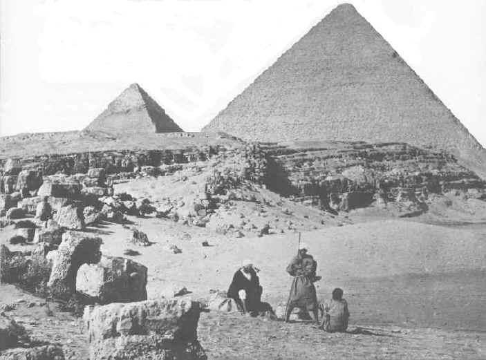 世界の七不思議で唯一現存する建造物、ギザの大ピラミッドの古写真