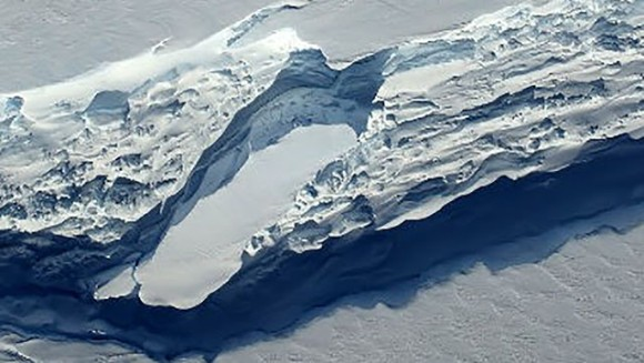 ついに完全分離。重さ1兆トン、南極最大級の棚氷が分離する