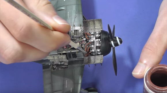 うわすご!驚くほど精巧。第二次大戦中の戦闘機「フォッケウルフFw190 A-8 / R2エドゥアルト」プラモデルのメイキング映像