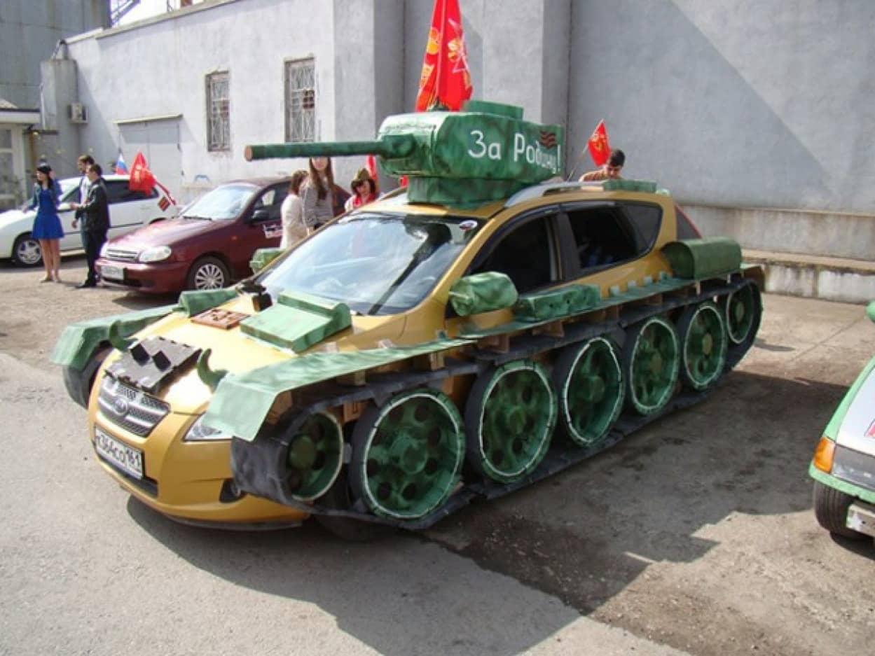 自家用車を戦車に魔改造するのが流行中のロシア