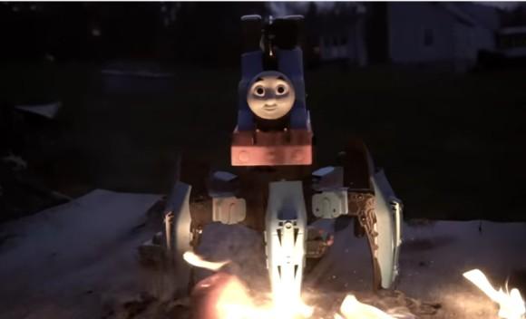 機関車トーマスを魔改造。火を噴く不気味な6足歩行ラジコンロボットに超進化