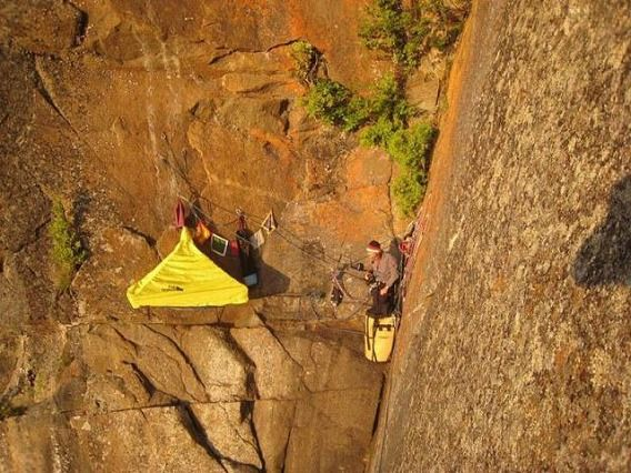 extreme_hanging_tents_640_06