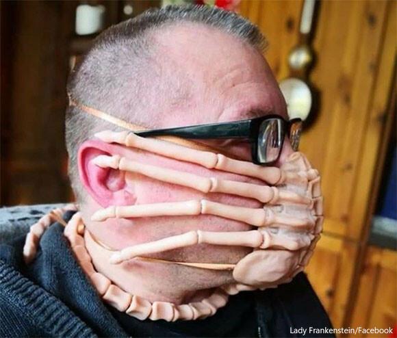 マスクをするならフェイスハガーでありたい。社会的距離なら保てるかもしれないエイリアンなマスクを制作(アメリカ)