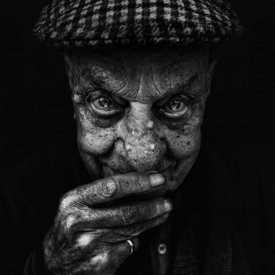 amazing_black_and_white_photos_of_the_homeless_640_20
