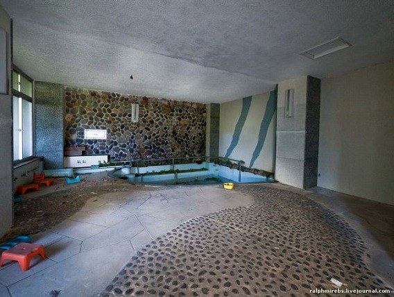 an_abandoned_hotel_in_japan_640_14