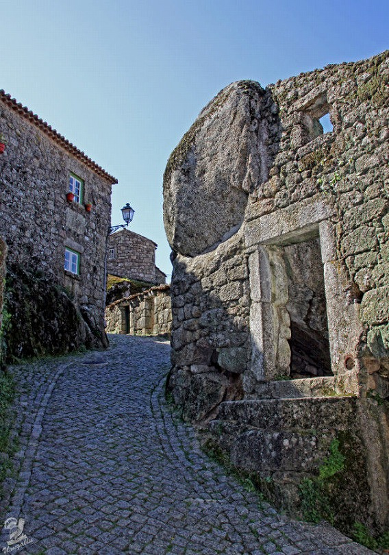 a_beautiful_village_on_the_rocks_640_high_03