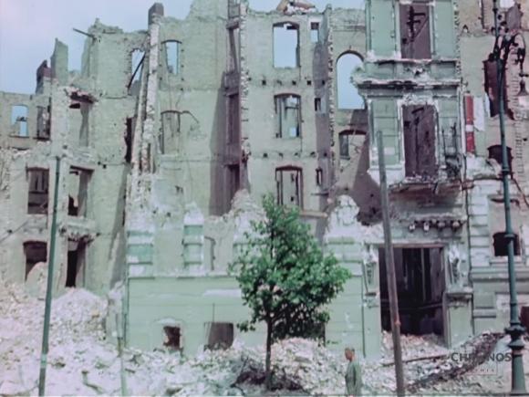 00_rs_瓦礫の山と化した街2_e