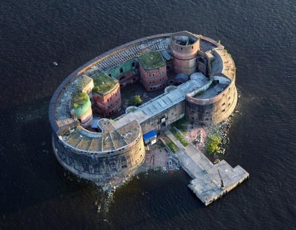 ここで科学者たちが戦い、そして散っていった。「ペストの砦」の異名を持つロシア「アレクサンドル砦」