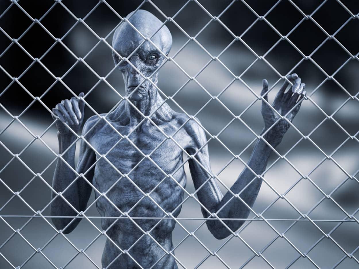 刑務所でUFOを見た囚人たちの体に異変、赤い発疹が起こるミステリー